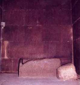El cofre de granito de la cámara del rey